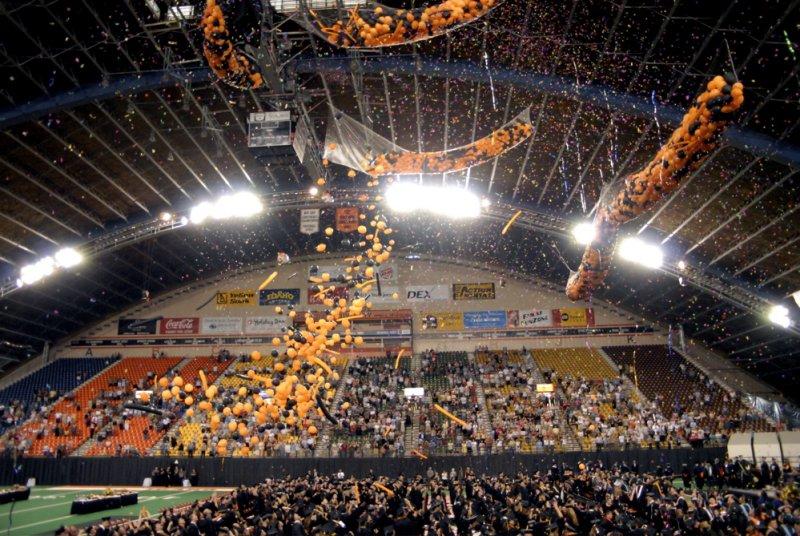 ISU Graduation May 2007 Balloon Release _DSC0585.jpg