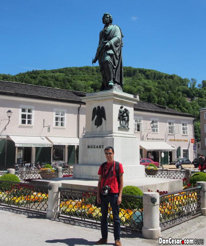 Cesar at Mozartplatz
