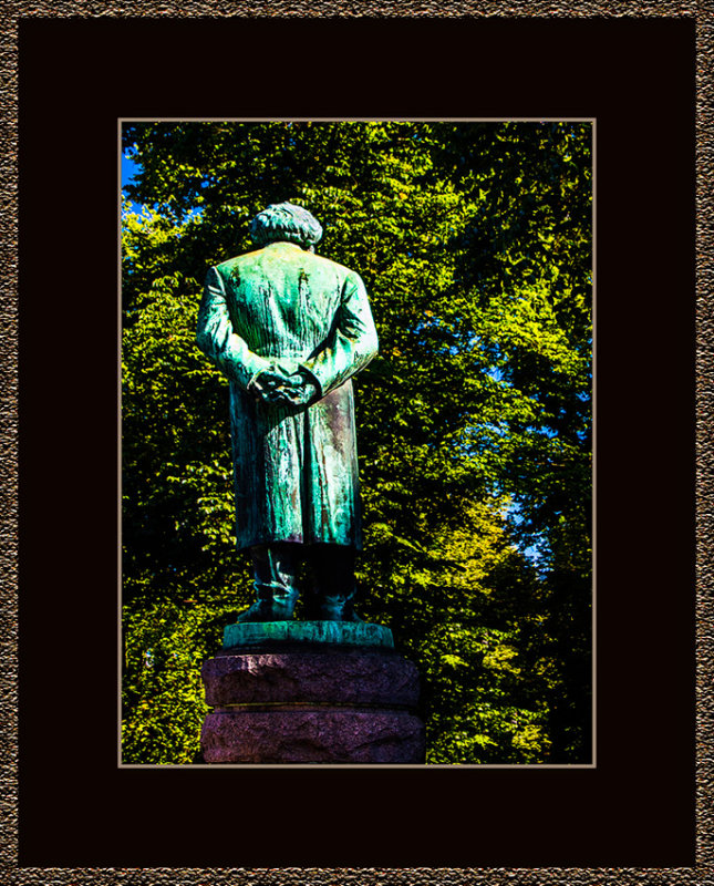 5=_MG_4231-=-Henrik-Ibsen-from-behind.jpg