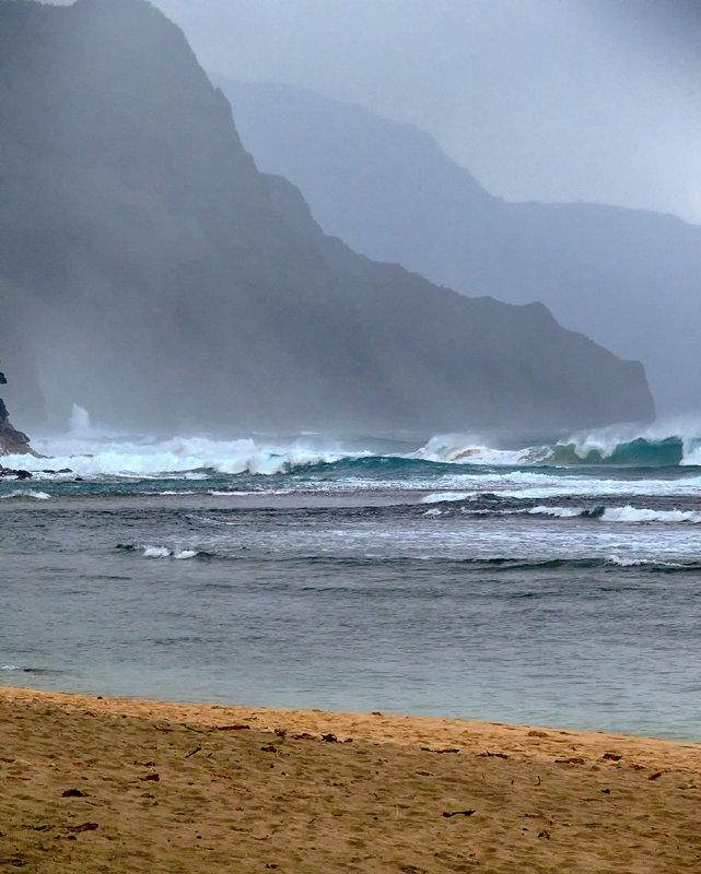 Surf at Kee Beach