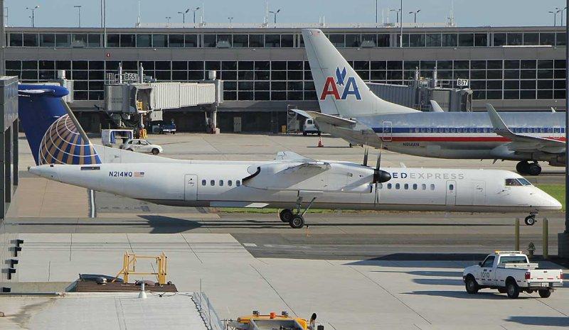 United Express Dash-8-400 at IAD