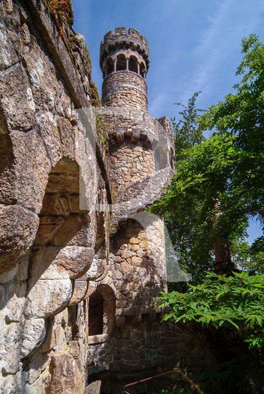 A Torre da Regaleira e a Gruta de Leda