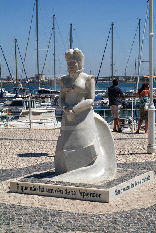 A Poetisa Lutgarda Guimarães de Caires