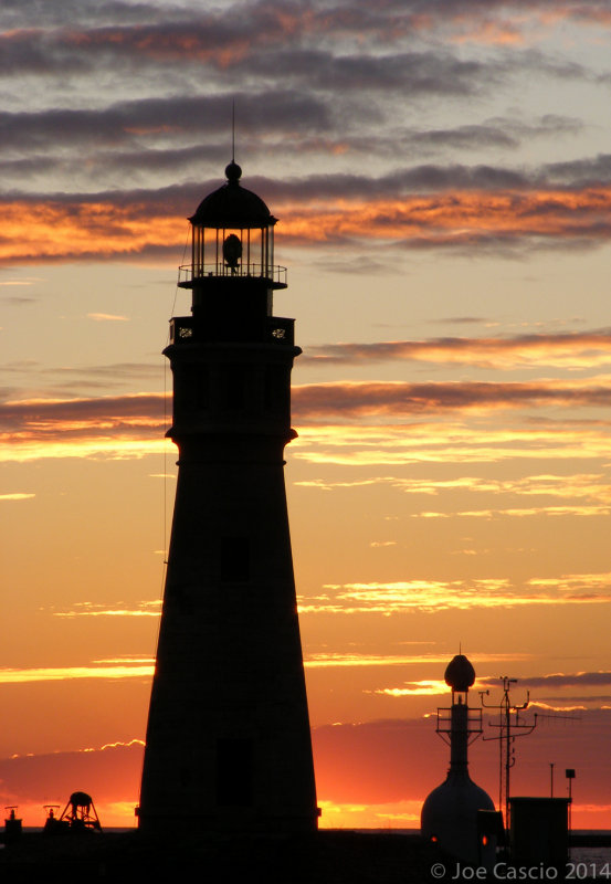 DSCF5855_lighthouse_tight_24x36.jpg