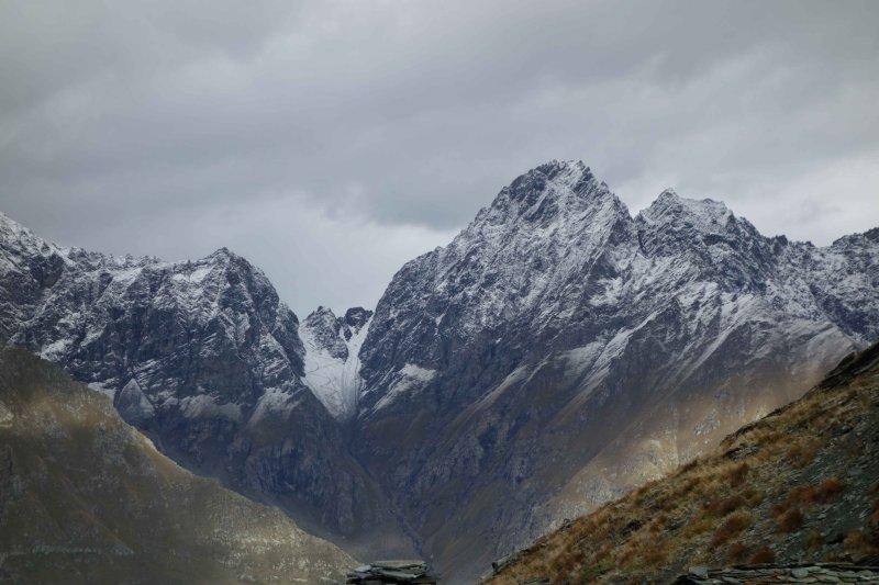 021 Descent from Col de Fenetre in Snow.jpg