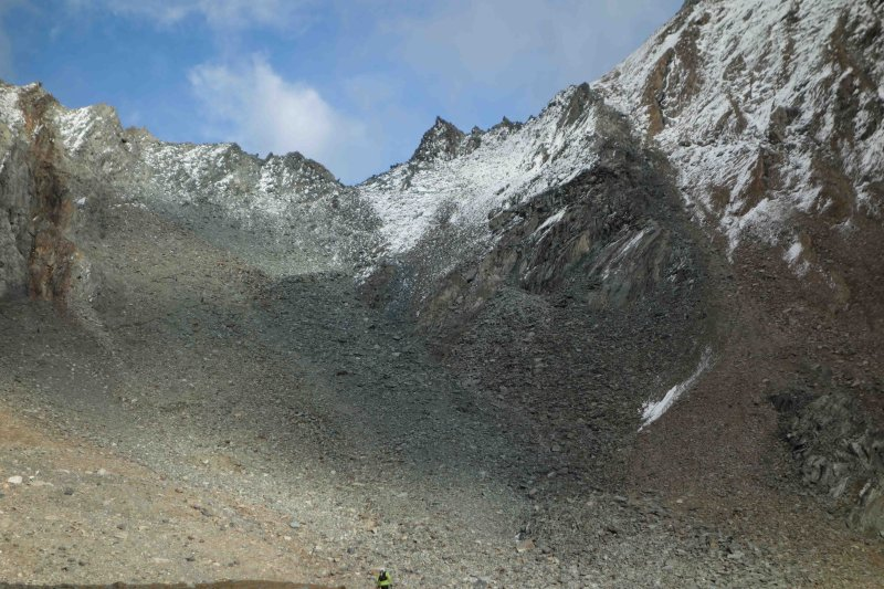 032 Final Climb to Col Loson.jpg