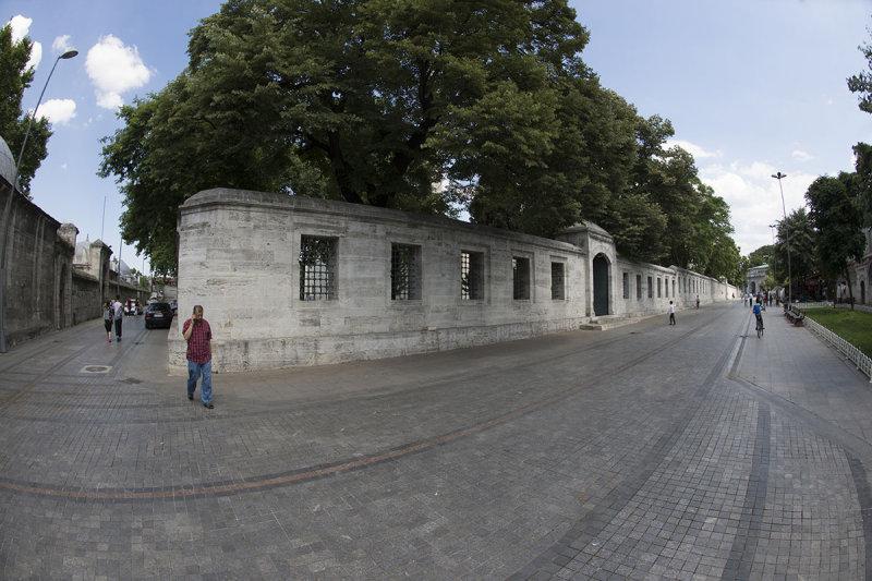 Istanbul Suleymaniye Mosque Sinans grave 2015 1332.jpg