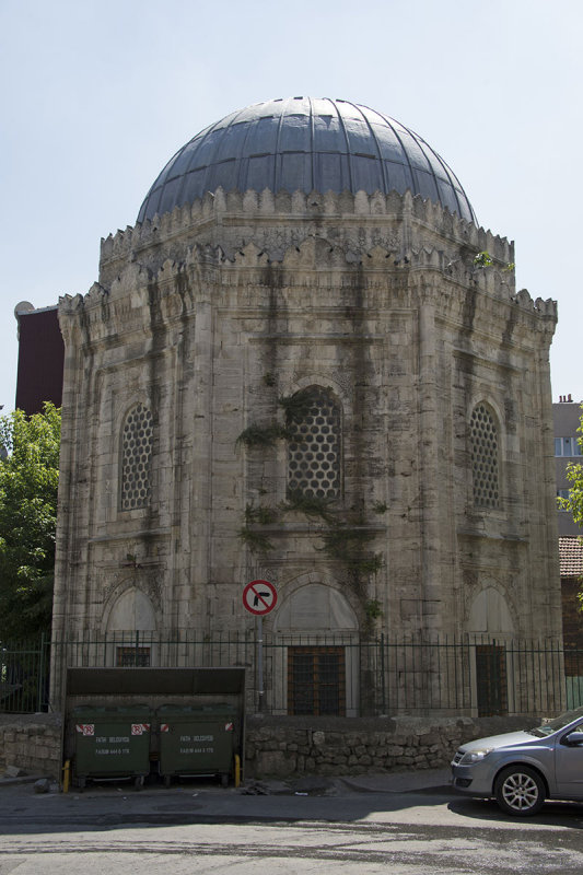 Istanbul Husrev Pasha Turbesi 2015 9068.jpg