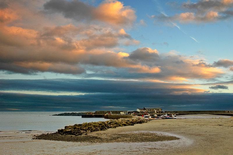 The beach and Cobb, Lyme Regis (3056)
