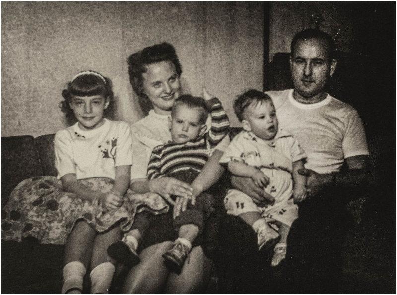 Mom_Dad_us_Kids_1960.jpg