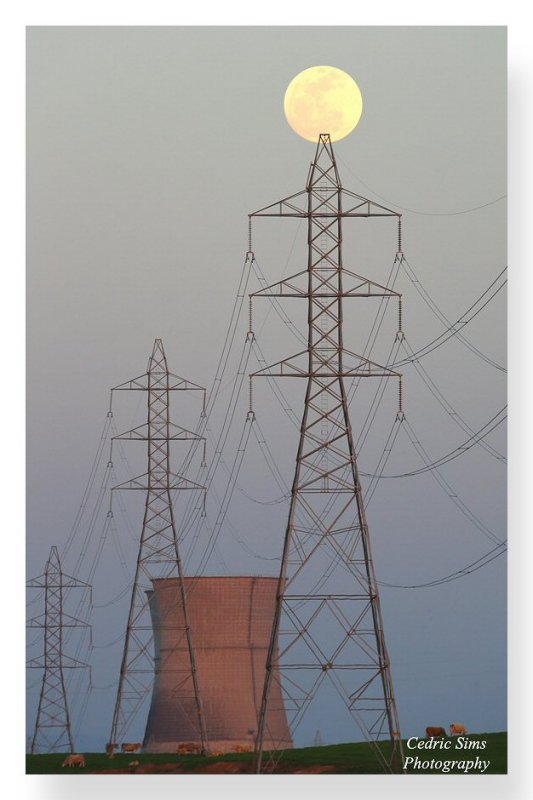 Full moon, Electric Towers & Rancho Seco. View from Clay Station Rd.