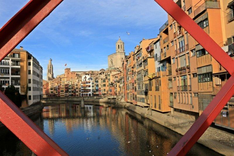 Girona. Cases al Riu Onyar