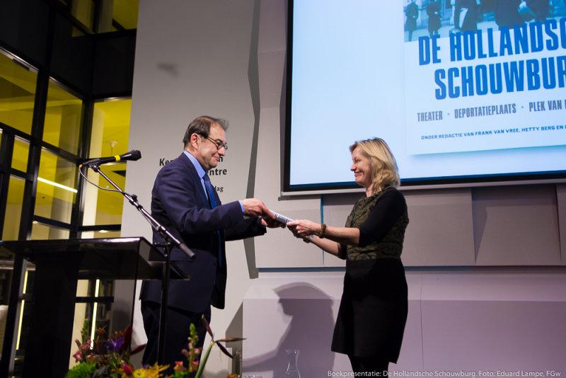 Joël Cahen (Algemeen directeur JHM) en Jet Bussemaker (Minister van Onderwijs, Cultuur en Wetenschap)
