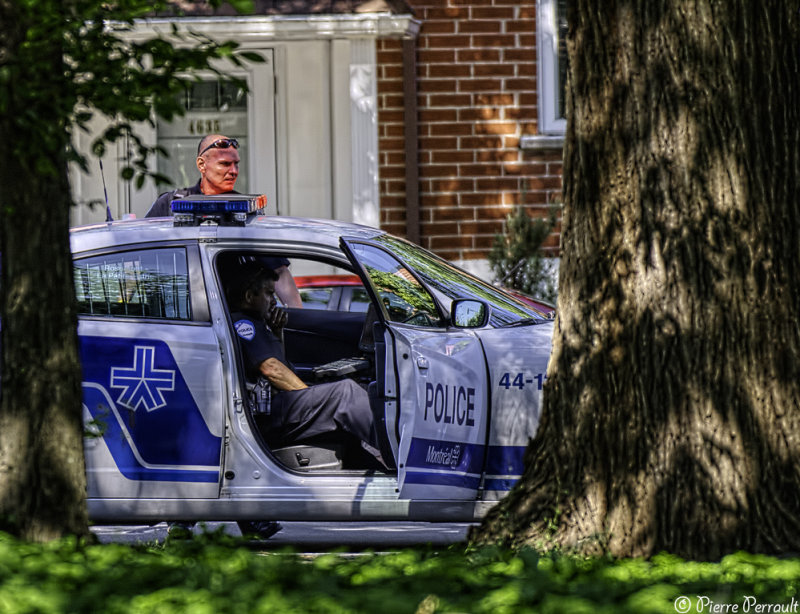Policier fardé / Gyro...fardé