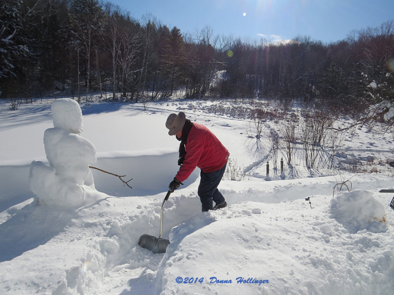 Peter Shovelling at Eccohouse