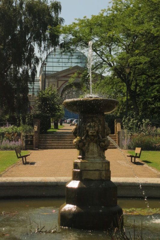 The  lion  fountain, with  the  Glasshouse  behind.