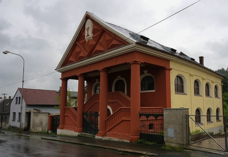 first we stop in Milevsko; heres a former synagogue, now Hussite church