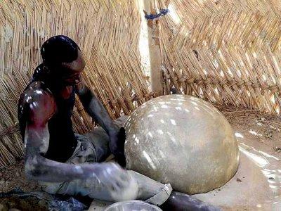 A unique way of making pottery in Bosemyan, Burkina Faso, region Centre-Sud, Province Bazéga (5 photos)