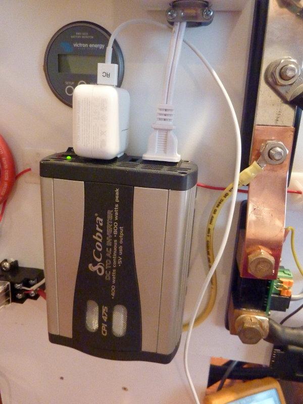 400W Inverter & Apple 120V Adapter