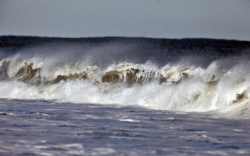 Waves the day after a blizzard (Hercules)