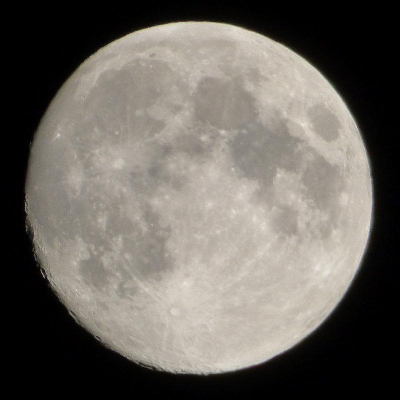 Full Moon - hand-held P1000266.jpg