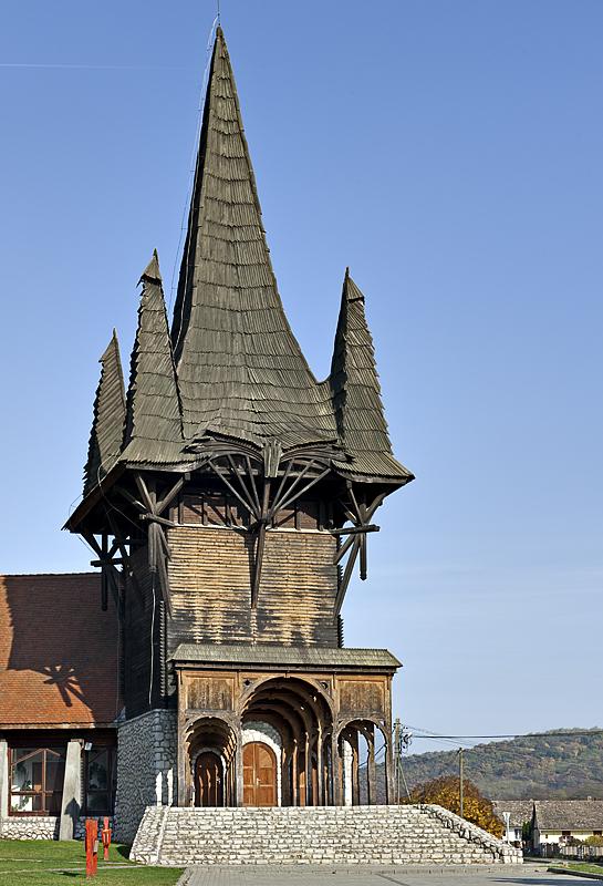 Kakasd, community center by Imre Makovecz