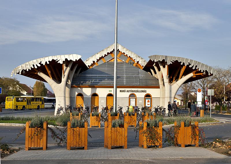Bus terminal, Makovecz