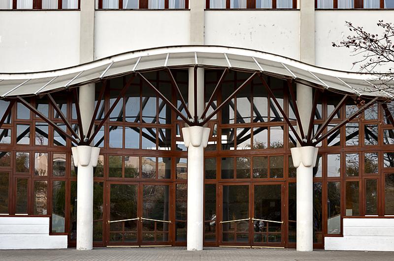 Sports center, Makovecz
