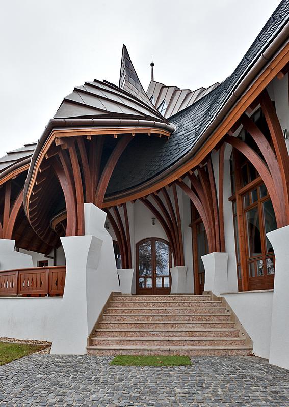 Akadémia, main entrance
