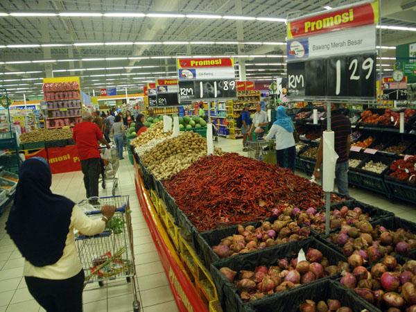 Tescos Grocery Aisle