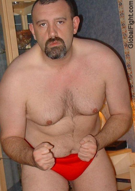 Толстые геи трахаются на кровати
