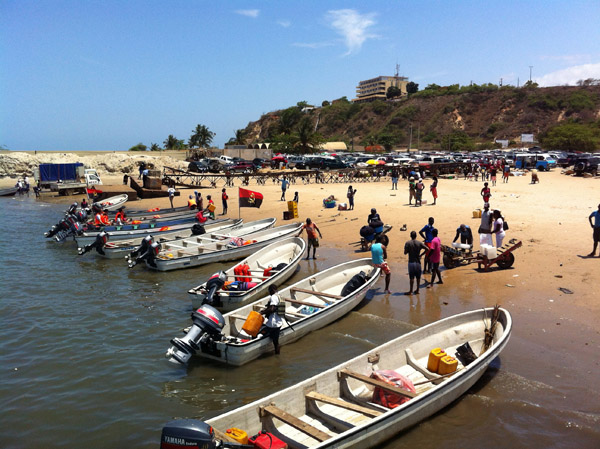 The Embacadero - launching point for boats across the bay to Ilha do Mussulo