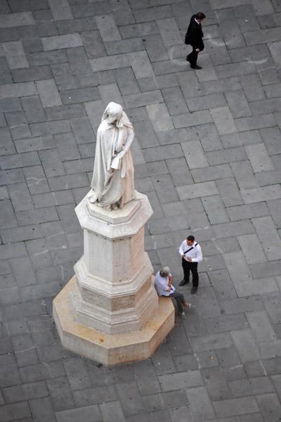 Dante statue, Piazza dei Signori