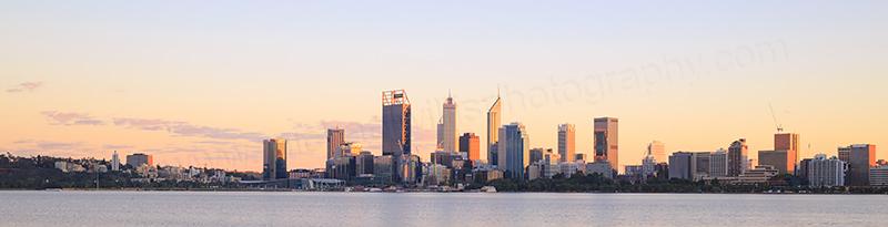 Perth and the Swan River at Sunrise 24th April 2017.jpg