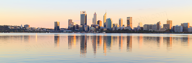 Perth and the Swan River at Sunrise 25th April 2017.jpg
