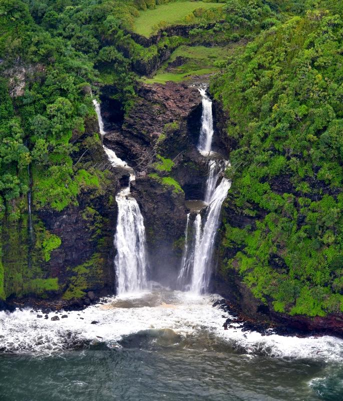 Waterfalls of Kailua Stream and Nailiihaele Stream into Papaaeanui Bay, Maui, Hawai 135