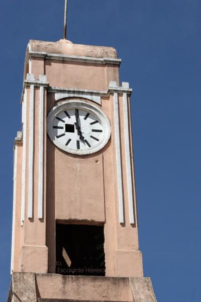 Detalle de la Torre y Reloj en el Edificio Municipal
