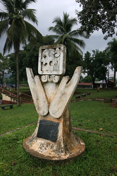Singular Monumento en el Parque Central