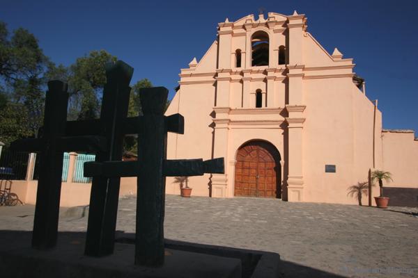 Capilla al Costado de la Iglesia Catolica