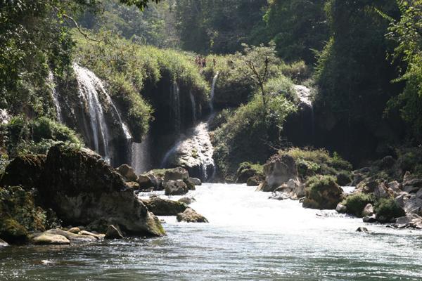 Lugar Donde el Rio Cahabon Sale de la Cueva