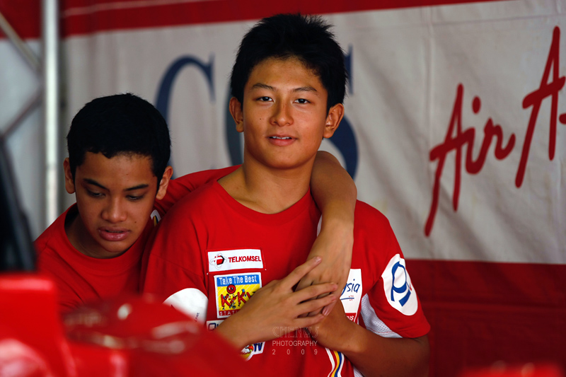Rio Haryanto and Dustin Sofyan of Questnet Team (CWS2886.jpg)