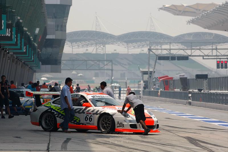 Porsche pushed back into the garage (CWS4458.jpg)