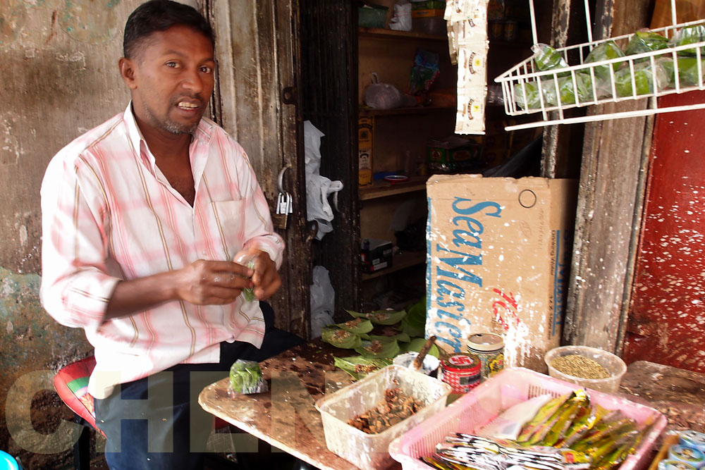 Betel leaves seller 20110522-085518-067.jpg
