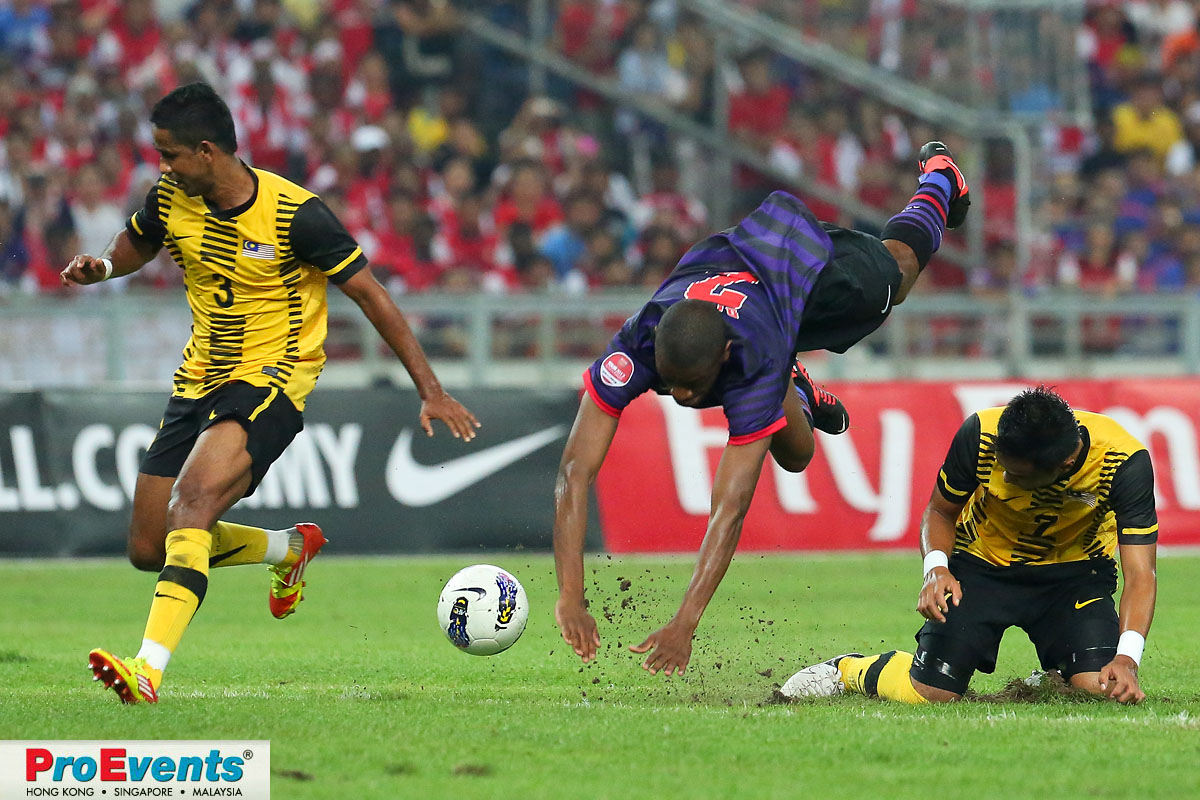 Arsenals Abou Diaby goes airborne