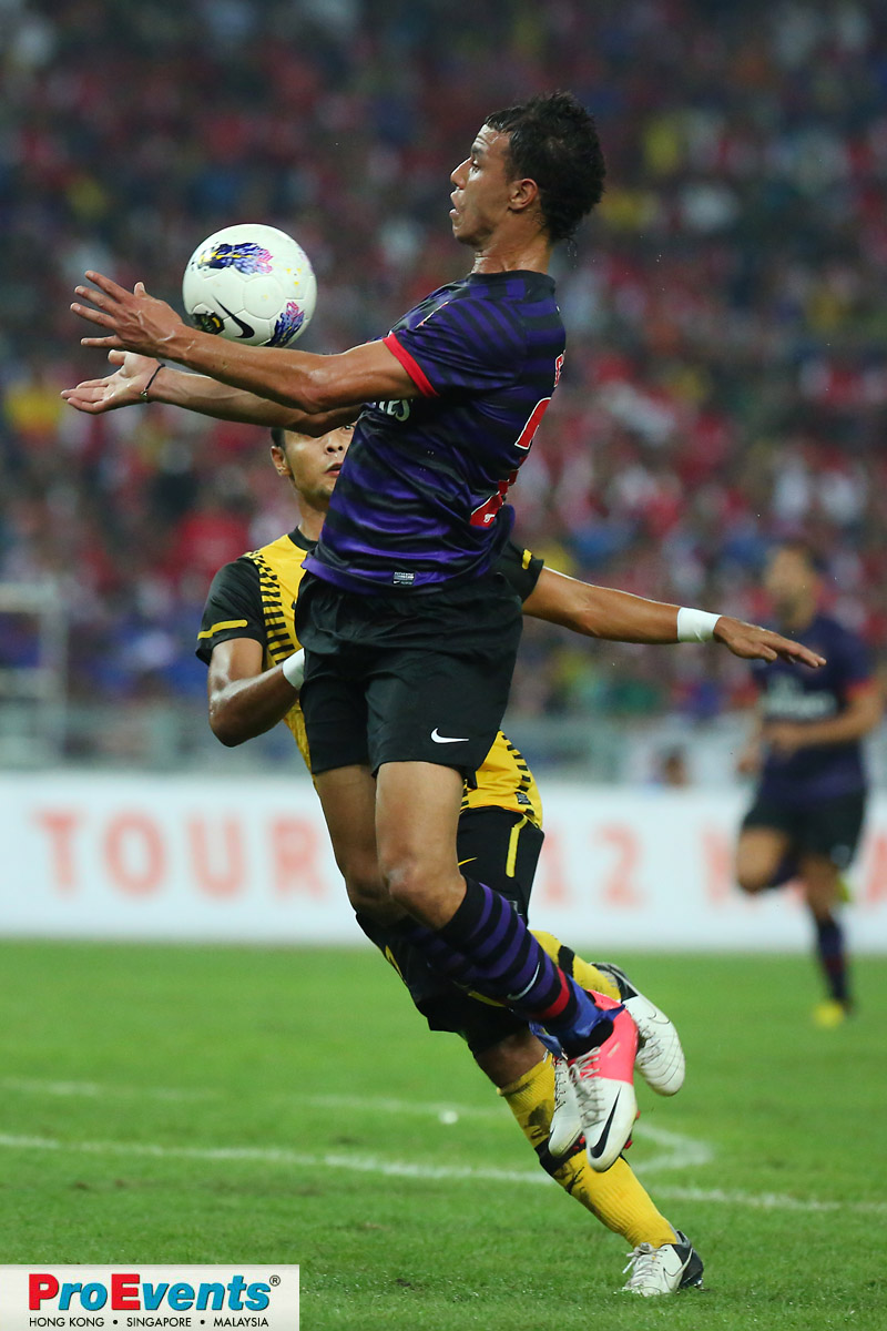 Marouane Chamakh chests the ball