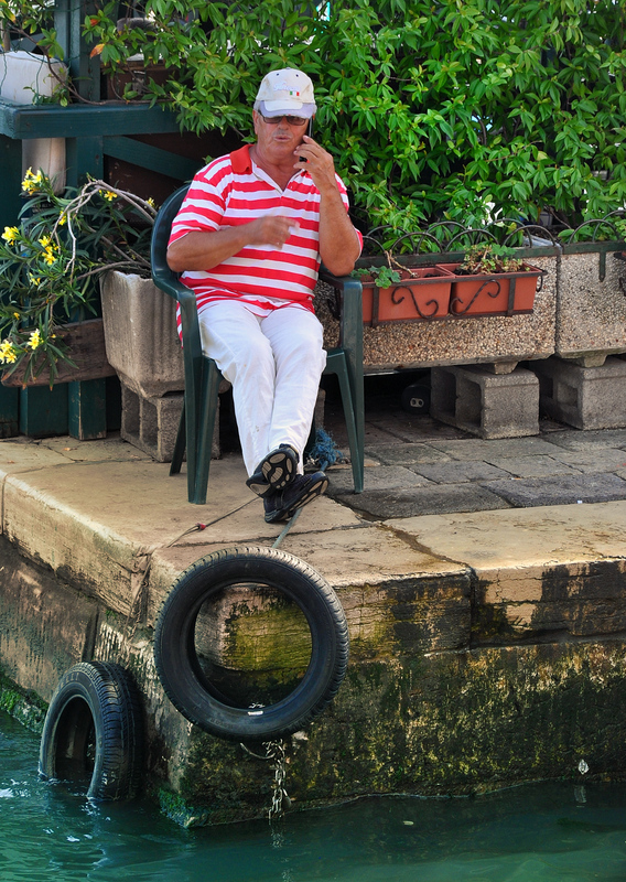 The busy gondolier ...