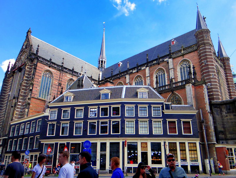 Beautiful city:De Nieuwe Kerk Amsterdam in the back side.