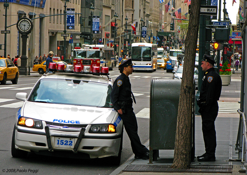 Police and traffic at 09.30 am on 5th Ave.