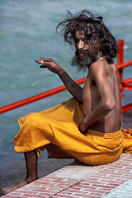 A bidi before a dip in the Ganga