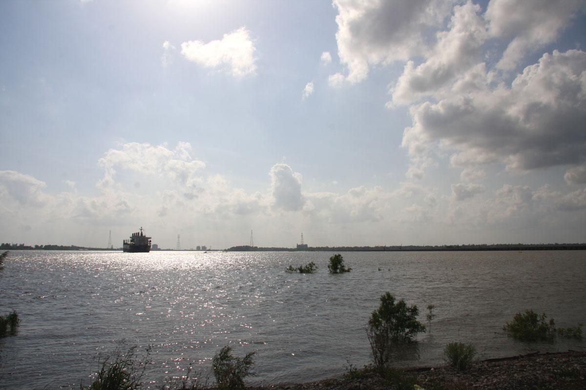Mississippi River at Bonnet Carre Spillway - May 1, 2011 - 18 feet on gauge